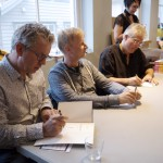 Knut Nærum, Tormod Løkling and Arild Midthun drawing and signing books after their panel.